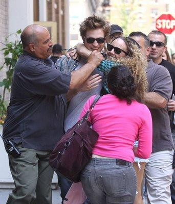 robert-pattinson-fans-crazy