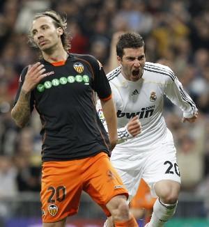 Real Madrid 2, Valencia CF 0. Todavía hay liga. Incluye videoresumen.