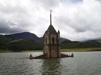 Una Iglesia que hace aguas.