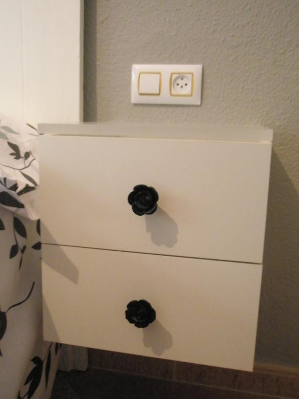 Ikea hack las mesillas voladas con cajones expedit de noemi paperblog - Mesita noche ikea ...