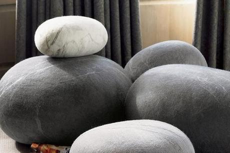 cojines con forma de piedra