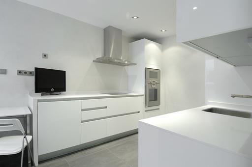 Interiorismo a cero para el ltimo tico disponible en for Cocinas con suelo gris oscuro