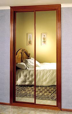 Ideas para ocultar espejo de las puertas correderas del for Armario puerta espejo