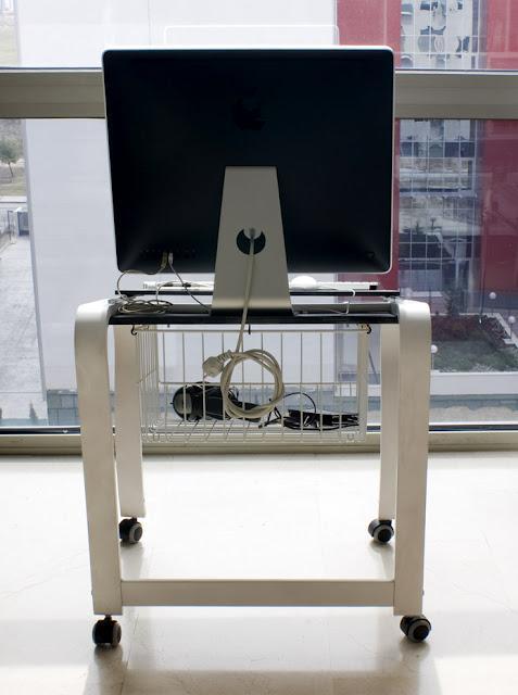 Ikea hack sill n poang como mesa para imac paperblog - Sillon poang ikea ...