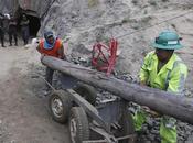 Preparan túnel para rescate nueve mineros atrapados Perú