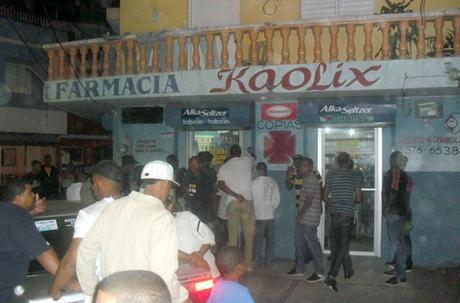 Un muerto, un herido en un asalto en farmacia de Santiago