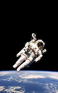 A que ciudad o pais te ha transportado tu lectura actual? - Página 4 Astronauta-L-NWoXBL