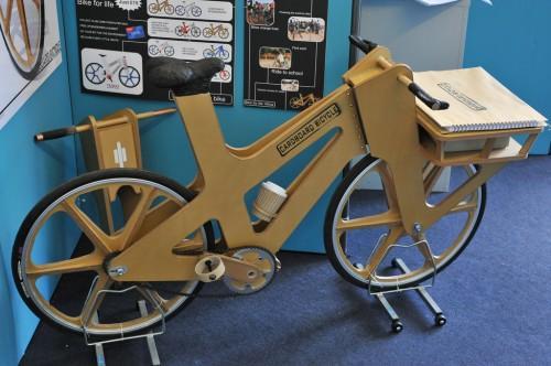 La sorprendente bicicleta de cartón de treinta euros