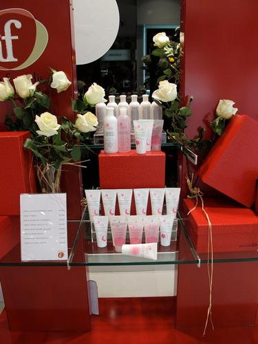 Inauguracon perfumeria if en pamplona paperblog - Estanterias para perfumerias ...