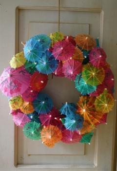 cmo hacer una guirnalda con parasoles de colores - Como Hacer Una Guirnalda