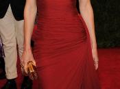 Hillary Swank, Sofía Vergara, Mila Jovovich, color Gala 2012