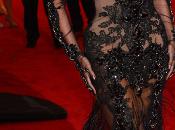 Impresionante Carpet Gala 2012. Beyoncé, Giselle Bündchen, Renee Zellweger, eligen negro