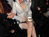 Lady Gaga viste creaciones futuristas Giorgio Armani para tour Asia