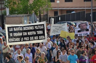 Fotografías de la manifestación en apoyo de la Escuela de Ingenieria Minera e Industrial de Almadén