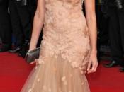 Naomi Watts, mujer cisne sobre alfombra roja Cannes
