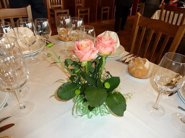 Diy centros de mesa con vasos de vino paperblog for Centros de mesa para restaurantes