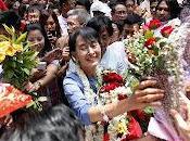 autoridades birmanas entregan pasaporte nobel