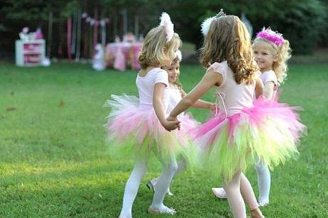 niñas disfrazadas de princesas