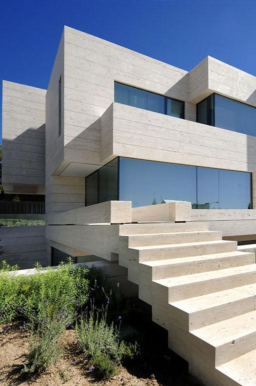Selecci n de escaleras dise adas por a cero paperblog for Precio marmol travertino para exterior