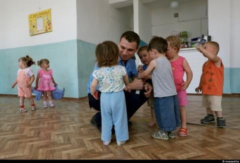 Amores de Barras: Niños de Madres Reclusas en Kazajastán