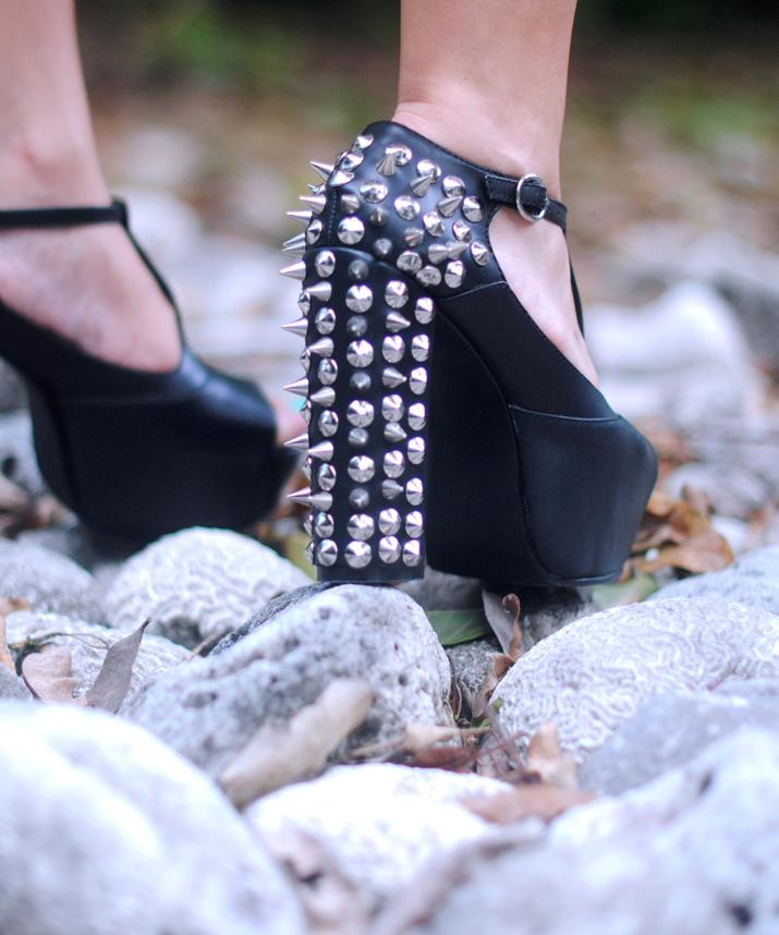 Studded shoes at fashion blog in Mexico, by Mónica Sors