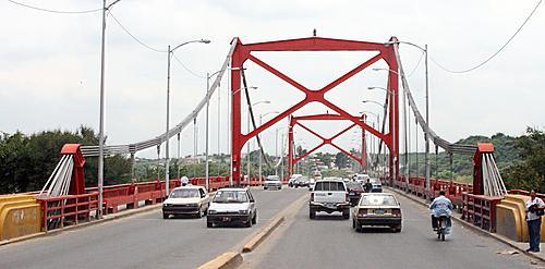 Identifican cadáver de joven se lanzó del puente Hermanos Patiño en Santiago