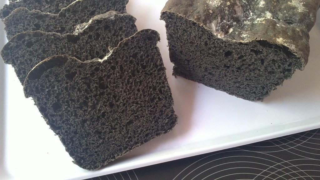 Pan Negro (con tinta de calamar)