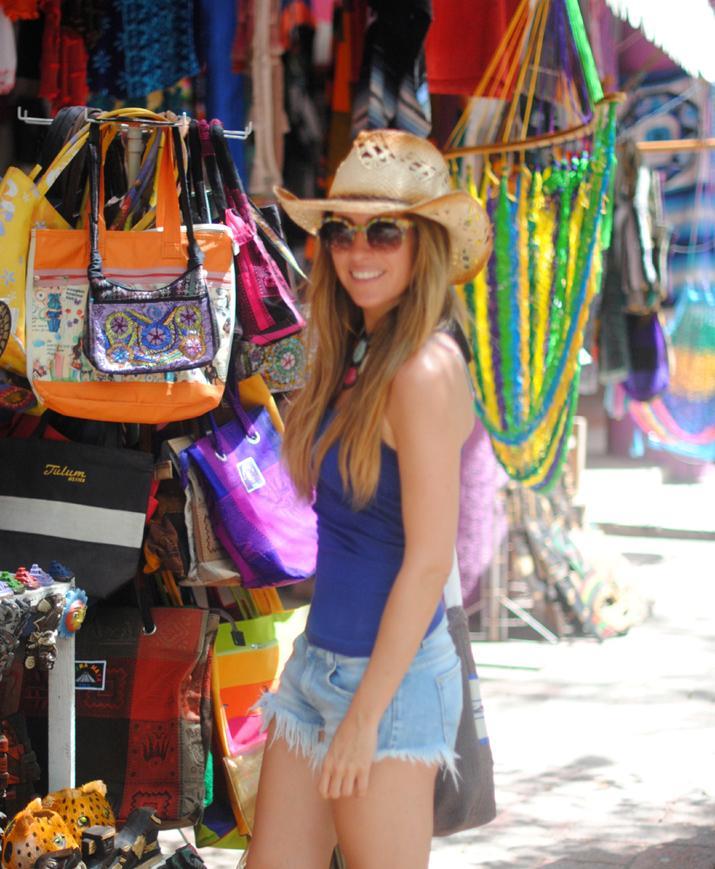Tulum, Cancun, mayan ruins. Fashion blogger Mónica Sors in Mexico