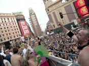 Súbete Ponte Piel carroza Máxima Multicolor Viajes Orgullo LGTB Madrid 2012