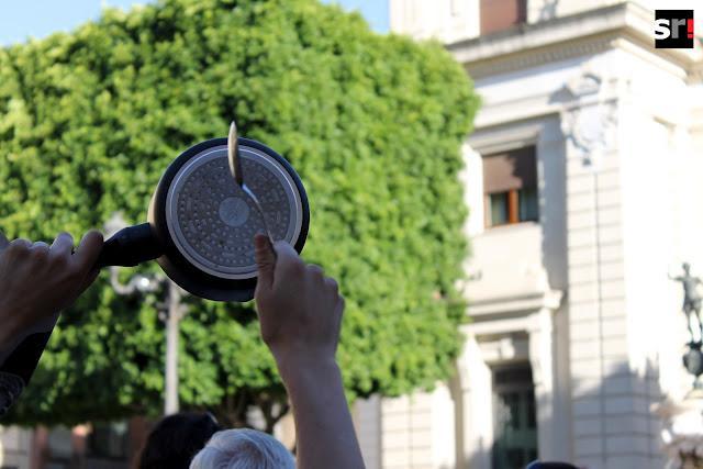 Las imágenes de la cacerolada contra el rescate a la banca en Sevilla
