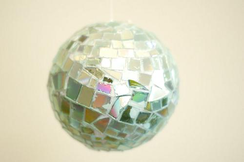 Crea una bola disco con viejos CDs