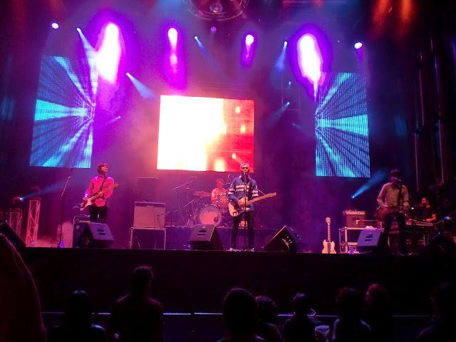 Concierto de  The Asteroids Galaxy Tour y Redneck Surfers/プラサマジョール コンサート