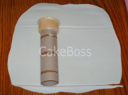 la torreta en una hoja de pasta de azúcar
