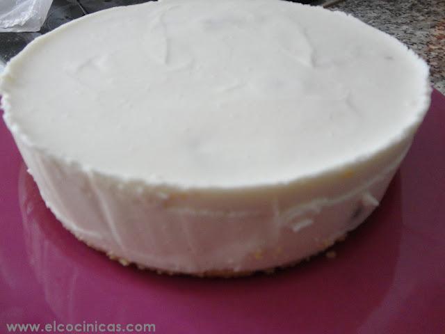 Tarta de yogur y cerezas con mascarpone sin horno