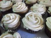 Mini cupcakes capuccino frosting caramelo.