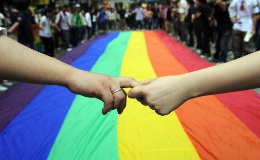 Casi 20.000 matrimonios amenazados por la LGTBfobia del PP
