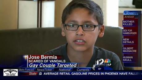 Una familia homoparental de Arizona denuncia ante los medios el acoso homófobo que está sufriendo