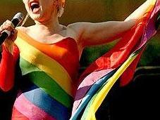 Cyndi Lauper apoya campaña para ayudar jóvenes LGTB hogar