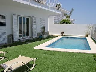 Planificar una piscina para un espacio reducido paperblog for Ideas de piscinas en espacios pequenos