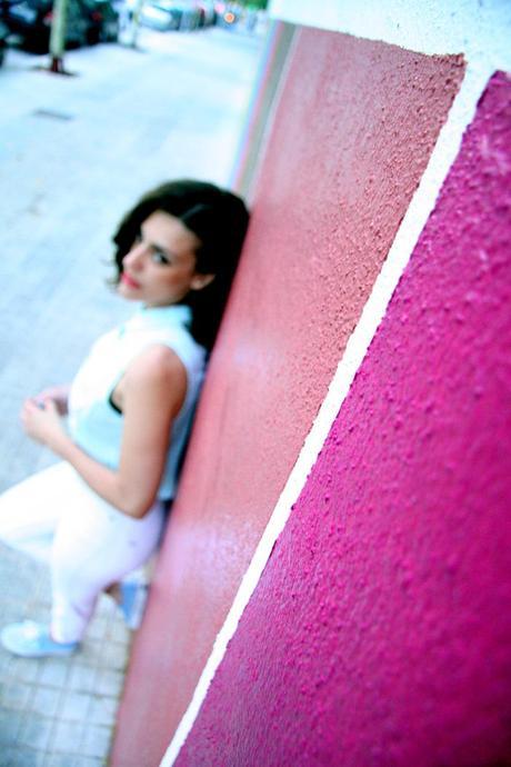 White jeans + pastel colors