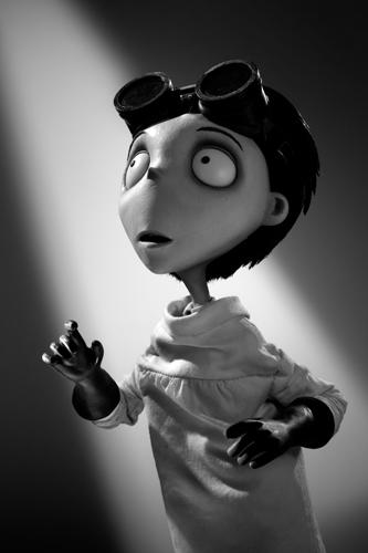 Posters e imágenes de Frankenweenie, Sinister, Knight of Cups, Carrie, The Campaing y más