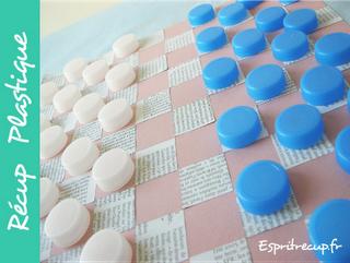 Juguetes y manualidades hechas con botellas de plástico y material reciclado