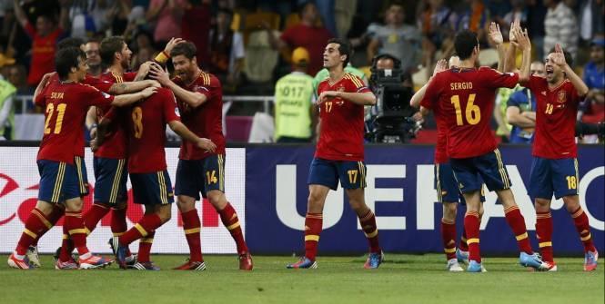 La joie des Espagnols après le but de Jordi Alba. (Reuters)