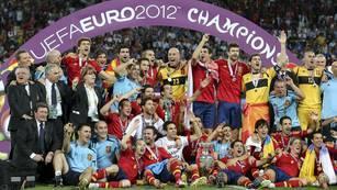 La foto final del merecido campeón. (EFE)