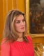 Doña Letizia recibe Selección vestida coral