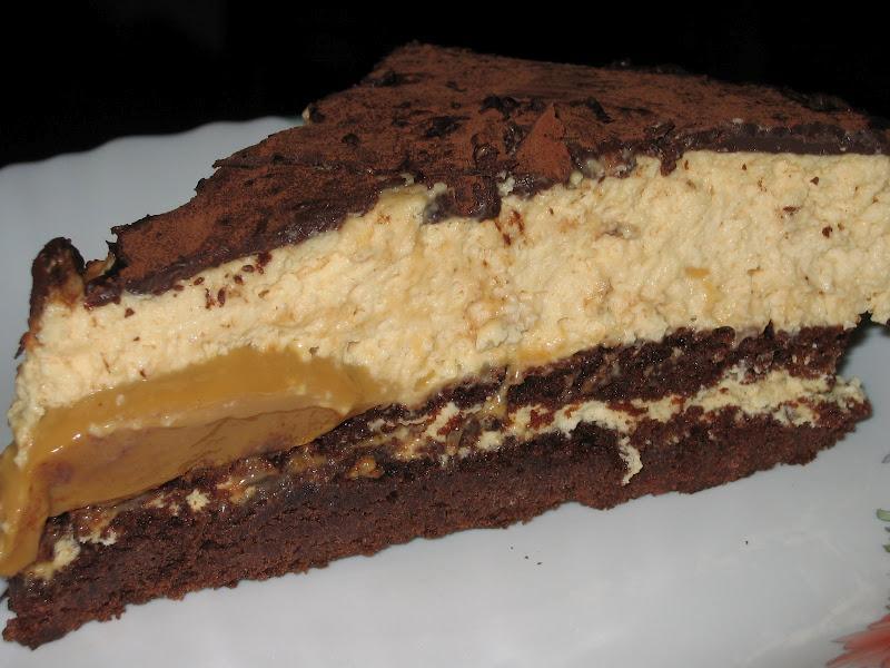 un brownie con corazón de dulce de leche y mousse de dulce de leche ...