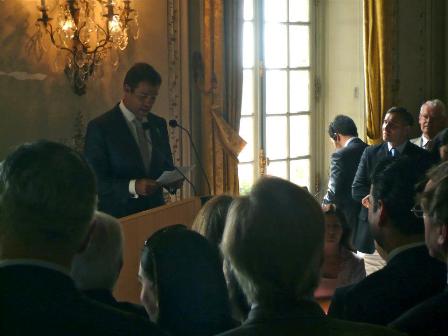 Los Duques de Anjou presentaron a sus mellizos en París. El estilo de Margarita Vargas