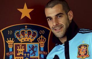 Málaga y Sevilla, condenados a entenderse por Negredo
