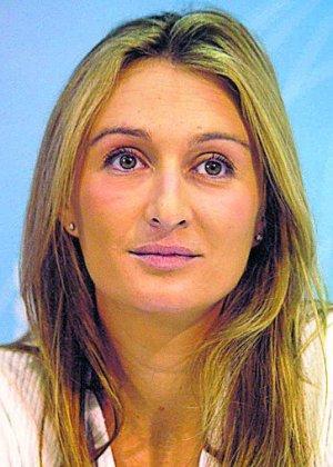 La hija de un putero y presunto delincuente, desea que se jodan casi 6.000.000 de españoles