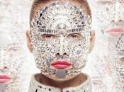 Chanel transforma Inguna Butane mujer espejo para Rouge Allure